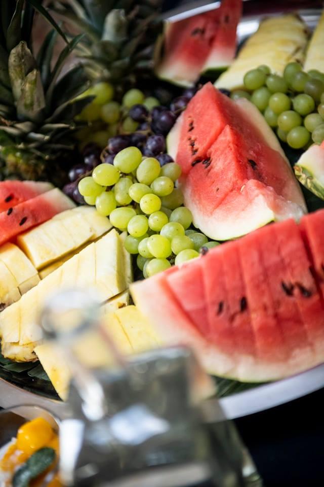 Obstplatte bei Catering einer Hochzeit.