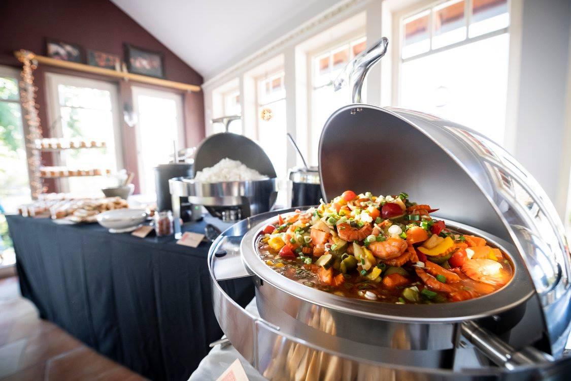 Thai Shrimps süßsauer auf einem Hochzeitscatering.